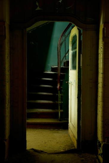 Stairs-Shades-of-Silence-web-683x1024